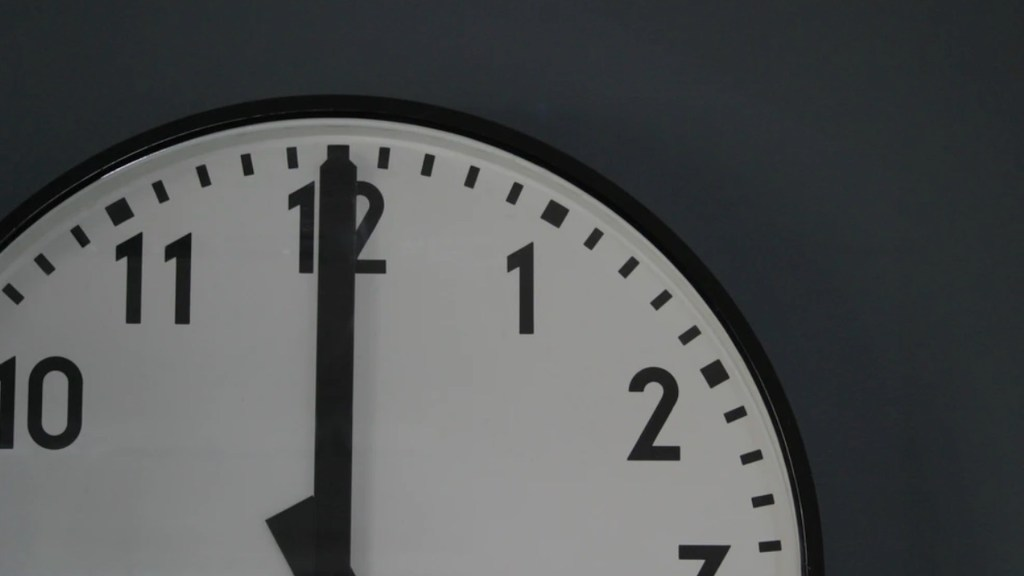 Este domingo iniciará el Horario de Verano; se debe adelantar una hora el reloj - Este domingo inicia el Horario de Verano. Foto de Monty Allen @monty_a