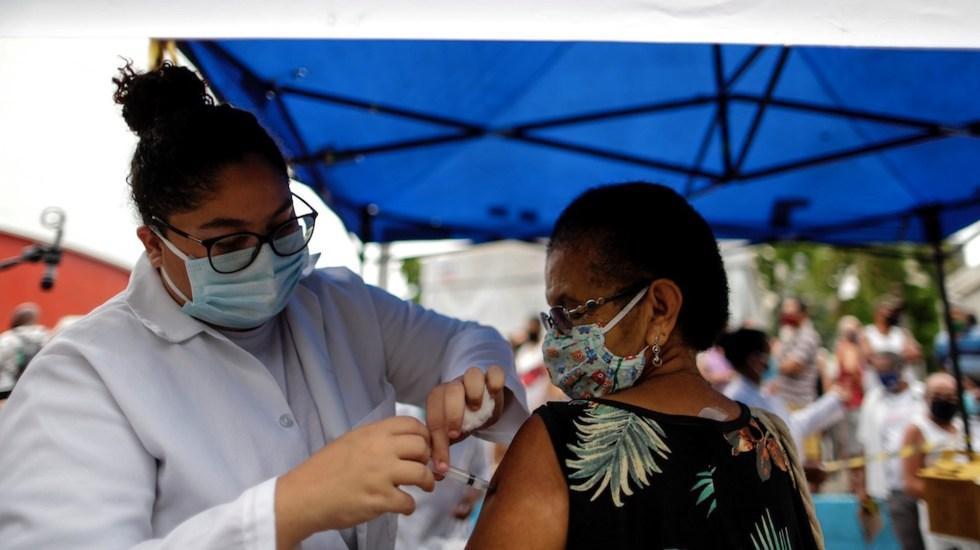 Brasil presenta primera vacuna contra COVID-19 mientras nuevas variantes amenazan América - Vacunación en Brasil.Foto de EFE
