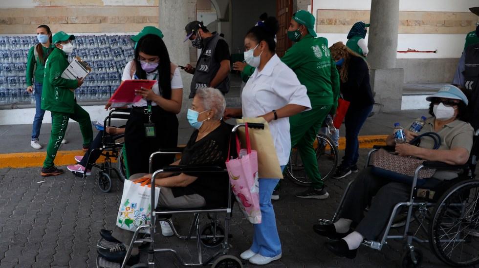 México registró en las últimas 24 horas 65 muertes y mil 93 casos nuevos de COVID-19 - Vacunación contra coronavirus en México. Foto de EFE