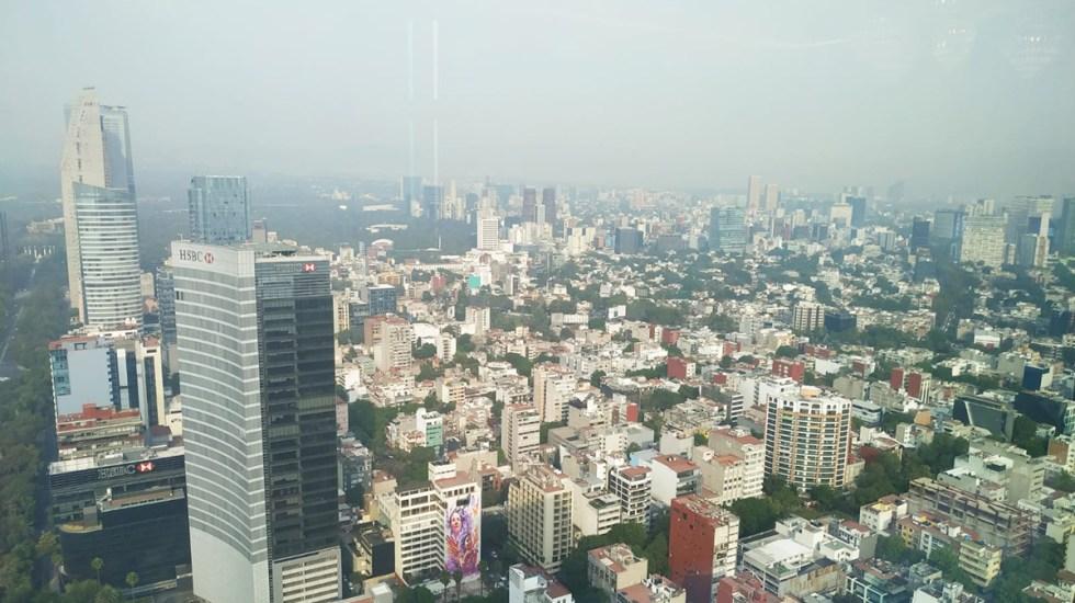Continúan restricciones por altas concentraciones de ozono en Valle de México - Vista panorámica de la contaminación en la Ciudad de México, en abril de 2021. Foto de López-Dóriga Digital