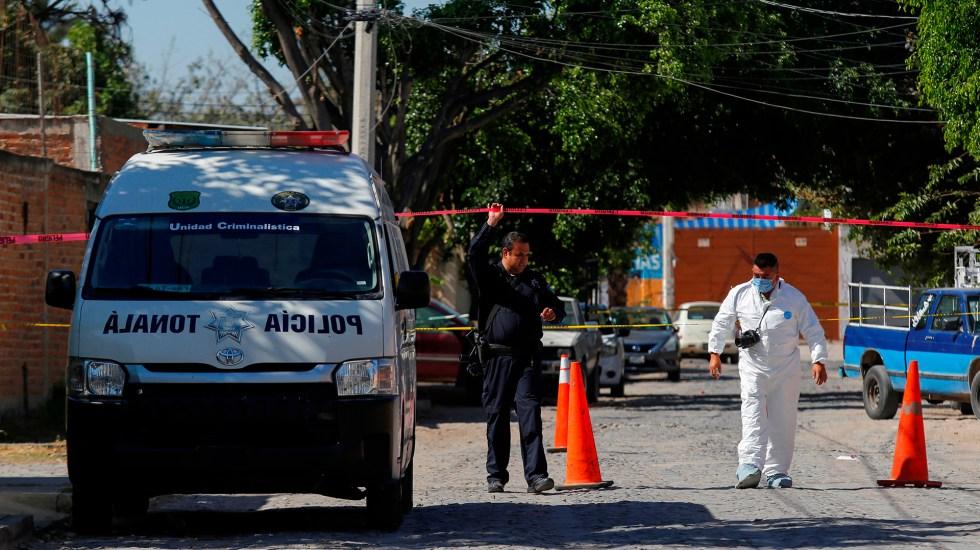 Suman 85 mil 661 homicidios dolosos en lo que va del sexenio - Acordonamiento de calle en Tonalá, Jalisco, por hallazgo de cadáveres en inmueble