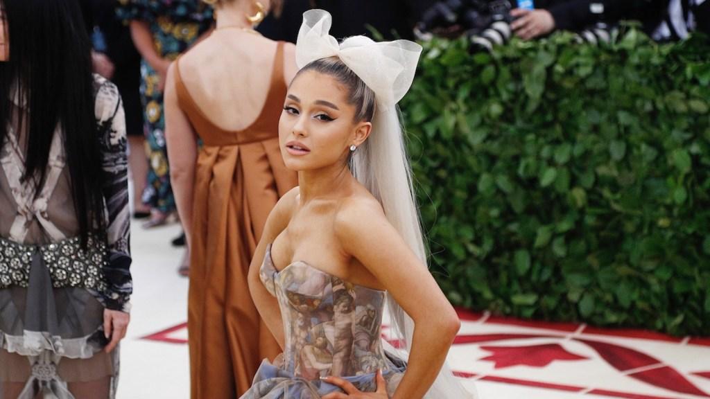 Ariana Grande se casa en pequeña boda privada con Dalton Gomez - Ariana Grande se casa en secreto con el agente inmobiliario Dalton Gómez. Foto de Amazon