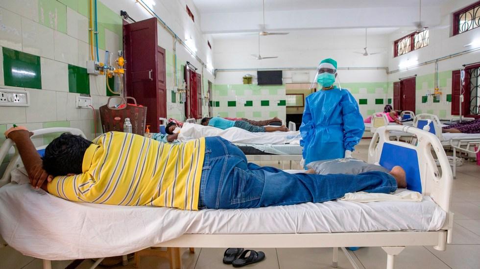 Aumentan en India infecciones por mucormicosis, hongo letal en casos de COVID-19 - Atención a pacientes COVID-19 en hospital de India. Foto de EFE