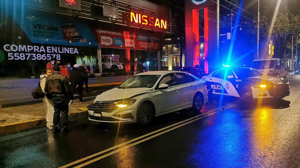 Madre e hija mueren atropelladas sobre Avenida Aquiles Serdán - Auto cuyo conductor atropelló a dos mujeres sobre Av. Aquiles Serdán. Foto de @memosegura11