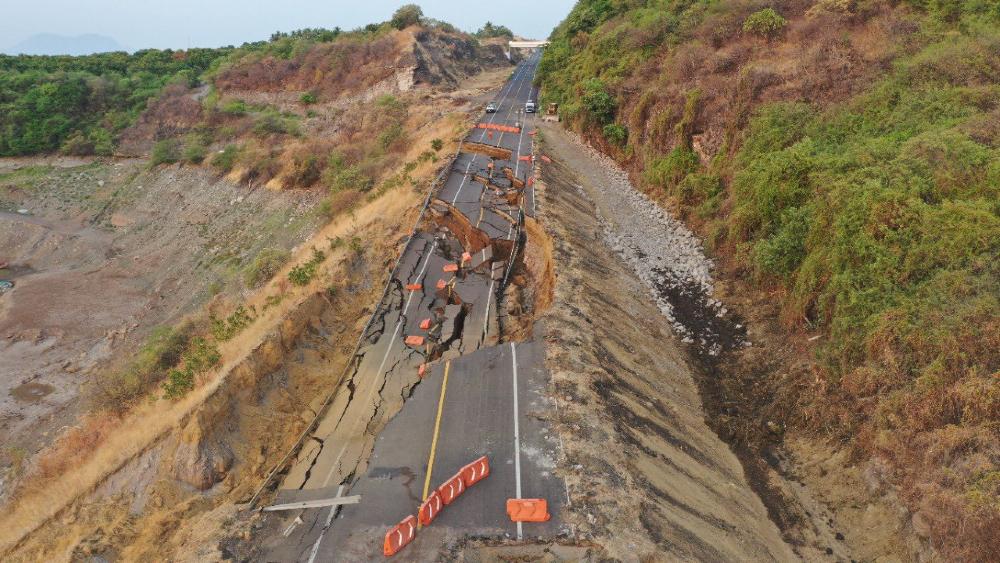 Colapsa tramo de la Autopista Siglo XXI en Michoacán - autopista siglo XX1 Michoacán colapso