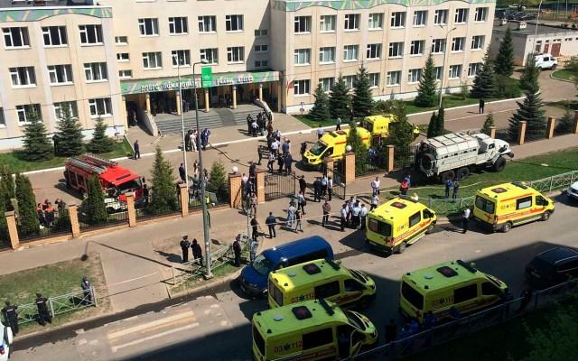Tiroteo en escuela de Rusia deja siete niños y una profesora muertos - Autoridades en escuela de Rusia donde exalumno desató tiroteo. Foto de EFE