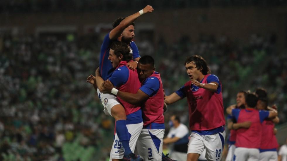 Cruz Azul se va de la Comarca Lagunera con ventaja sobre Santos - Cruz Azul final ida Santos