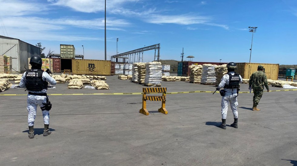 Decomisan más de 711 kilos de droga en puertos de Lázaro Cárdenas y Guaymas - Decomiso de droga por parte de la Semar. Foto de Semar