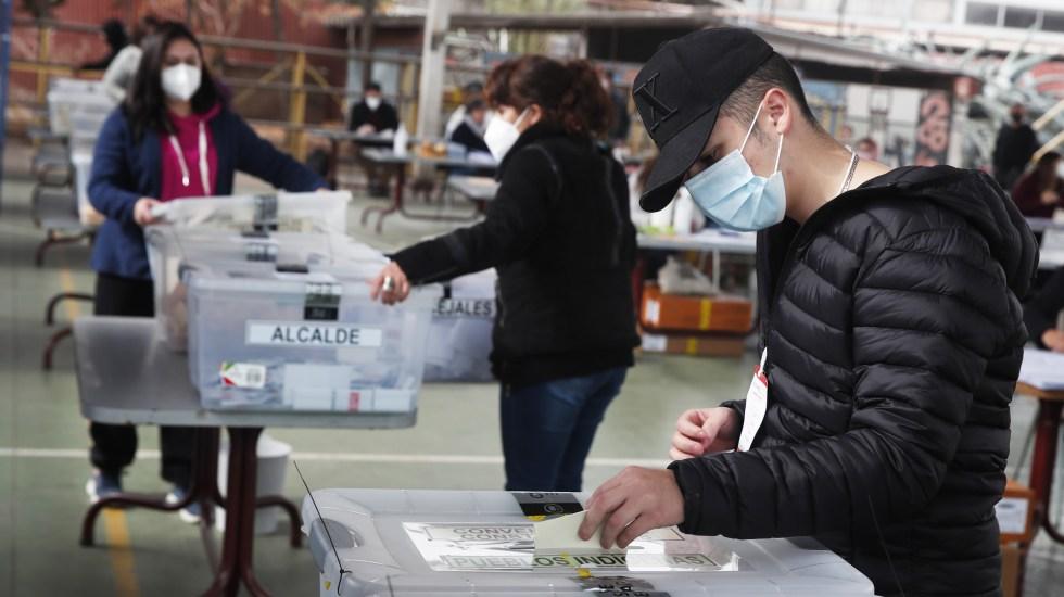 La participación en los históricos comicios de Chile apenas superó 43 por ciento - Elecciones en Chile. Foto de EFE