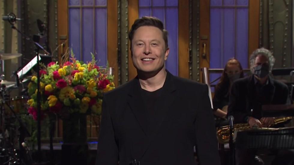 Elon Musk revela que tiene síndrome de Asperger - Elon Musk en SNL. Captura de pantalla