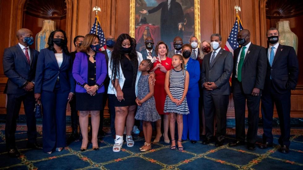 EE.UU. clama por reforma policial en aniversario de la muerte de Floyd - Familia George Floyd Capitolio Washington