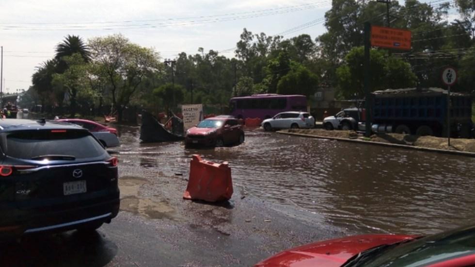 Fuga de agua en Periférico Oriente inunda obras en Cuemanco - fuga agua Periferico Oriente Tlahuac