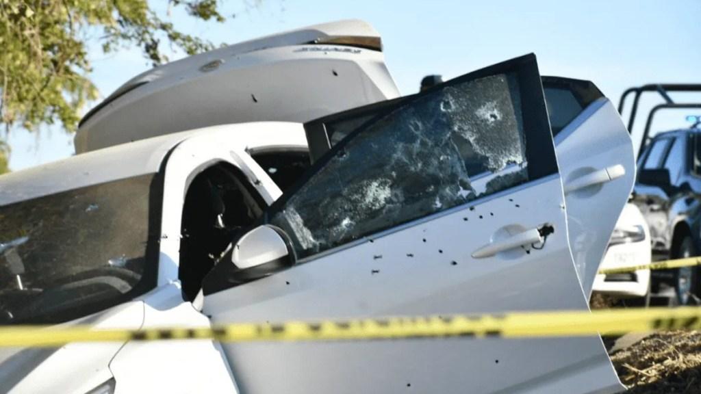 Suman 89 mil 869 homicidios dolosos en lo que va del sexenio - Impactos de bala en automóvil del director de la Policía Estatal Preventiva de Sinaloa. Foto de @JLMNoticias