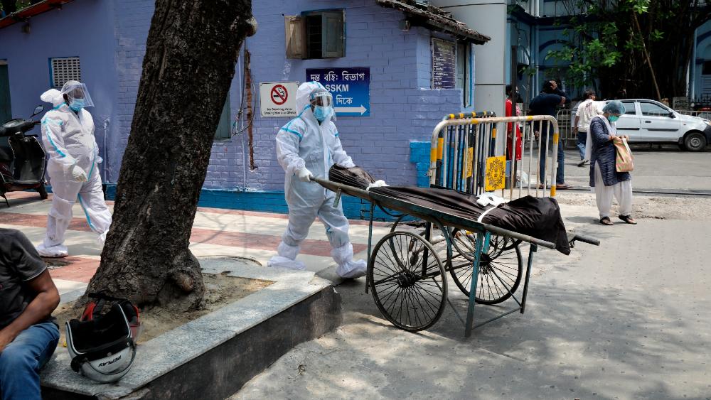 Récord de casos en la India mientras expertos advierten de una tercera ola - India coronavirus covid19