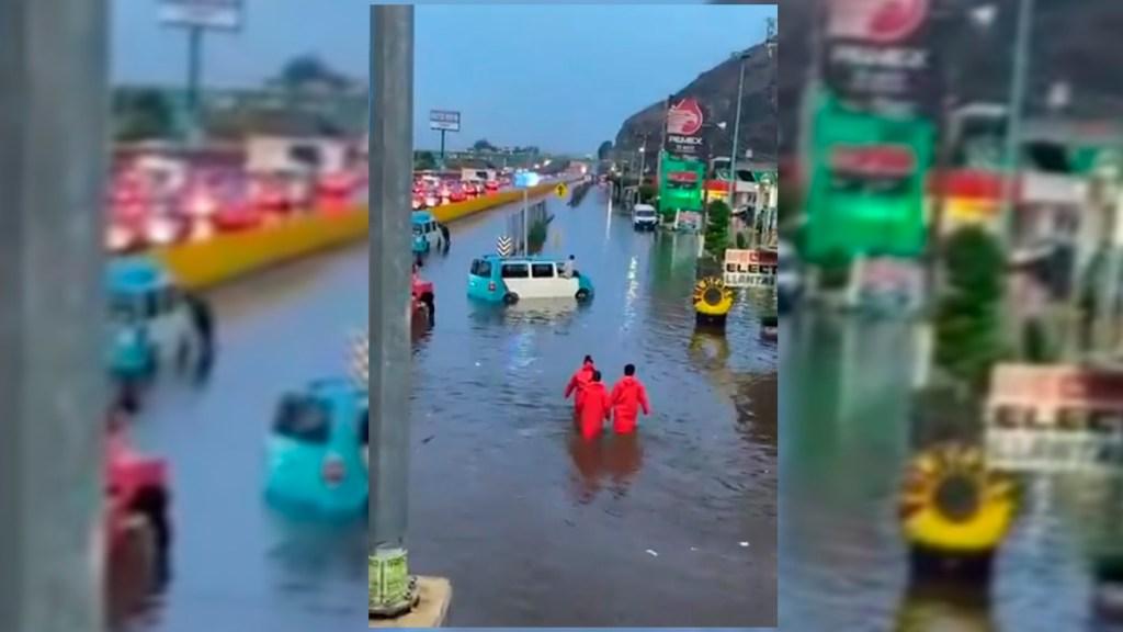 #Video Autopista México-Puebla permanece inundada tras lluvias - Inundación en autopista México-Puebla. Captura de pantalla