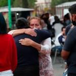 """""""Al carajo"""" con tomarse fotos con víctimas como las del Metro: AMLO"""