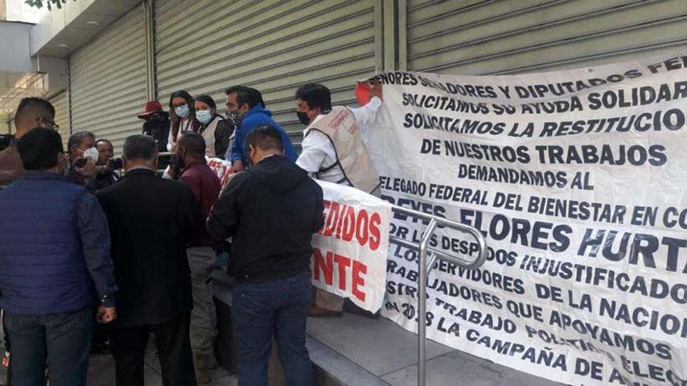 Ex servidores de la Nación se manifiestan por despido injustificado de la Secretaría de Bienestar - Manifestación de ex servidores de la Nación. Foto de @mariaru46147676