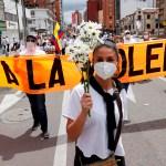 Protesta contra las protestas en las calles de Colombia por parte de la marea blanca - Marcha en Bogotá que rechaza y pide el fin del