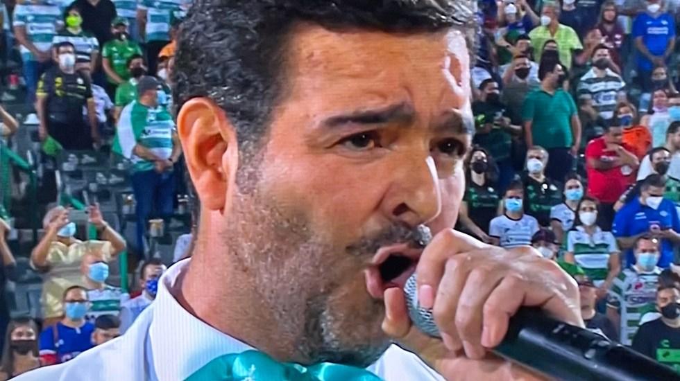 Los memes de Pablo Montero por error al cantar el Himno Nacional - Pablo Montero cantando el Himno Nacional. Foto Especial