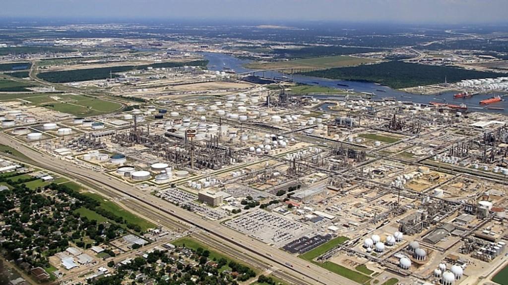 Pemex compra la refinería Deer Park, Texas; transacción debe ser aprobada por entes regulatorios de EE.UU. - Refinería Deer Park en Houston, Texas