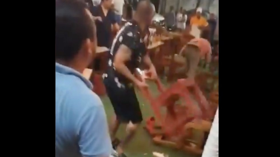 #Video Celebración por triunfo de Cruz Azul termina a sillazos en Veracruz - Celebración por triunfo de Cruz Azul termina a sillazos en Veracruz. Foto tomada de video