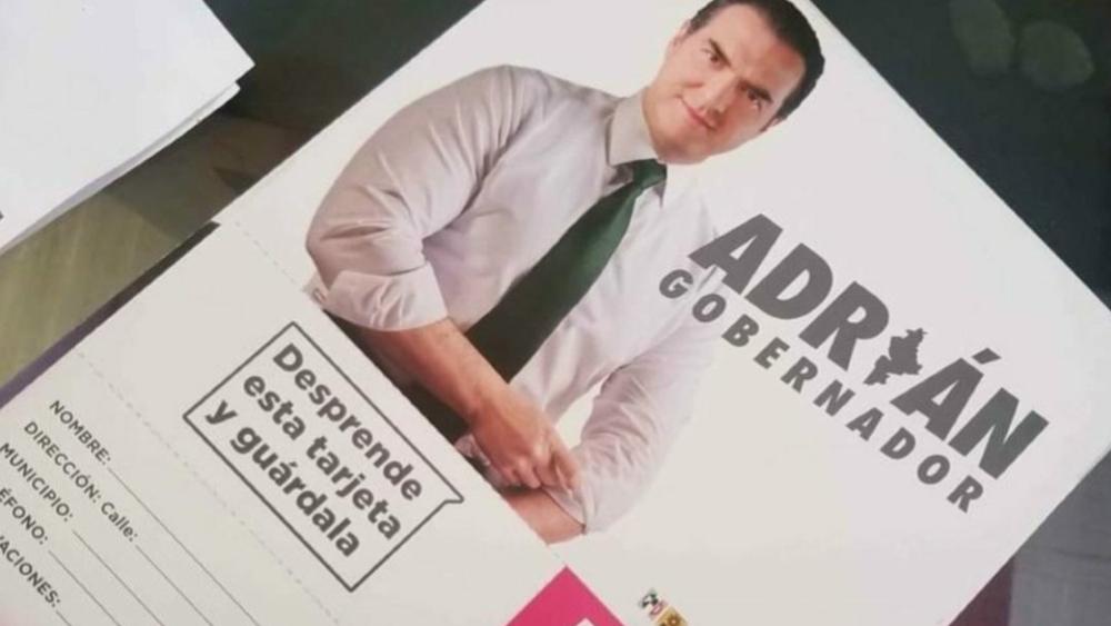 """AMLO exhibe """"tarjeta rosa"""" del candidato priista Adrián de la Garza - tarjeta rosa Adrián de la Garza elecciones"""