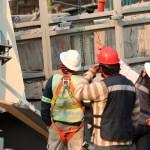 El desgaste acelerado en la estructura en la Línea 12 - Trabajadores en zona de accidente de Línea 12 del Metro. Foto de EFE