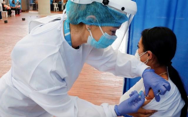 Pacientes de diálisis necesitan dos dosis de vacuna contra COVID-19 - Pacientes en diálisis necesitan las dos dosis de la vacuna, según estudio. Foto de EFE