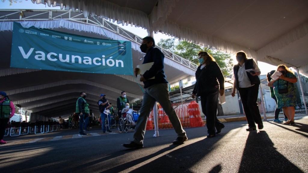 México avanza en vacunación de personas entre 50 y 59 años - México avanza en su plan con la vacunación de personas entre 50 y 59 años. Foto de UAM-I