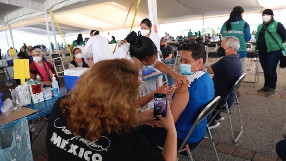 México registró en las últimas 24 horas 112 muertes y mil 27 casos de COVID-19 - Avance de la vacunación de adultos de 50 a 59 años en la Ciudad de México. Foto de EFE