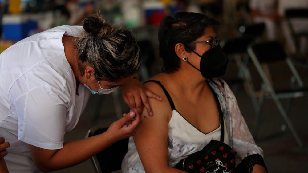 México registra récord de más de 600 mil vacunas aplicadas en un día - vacunacion Mexico vacunas