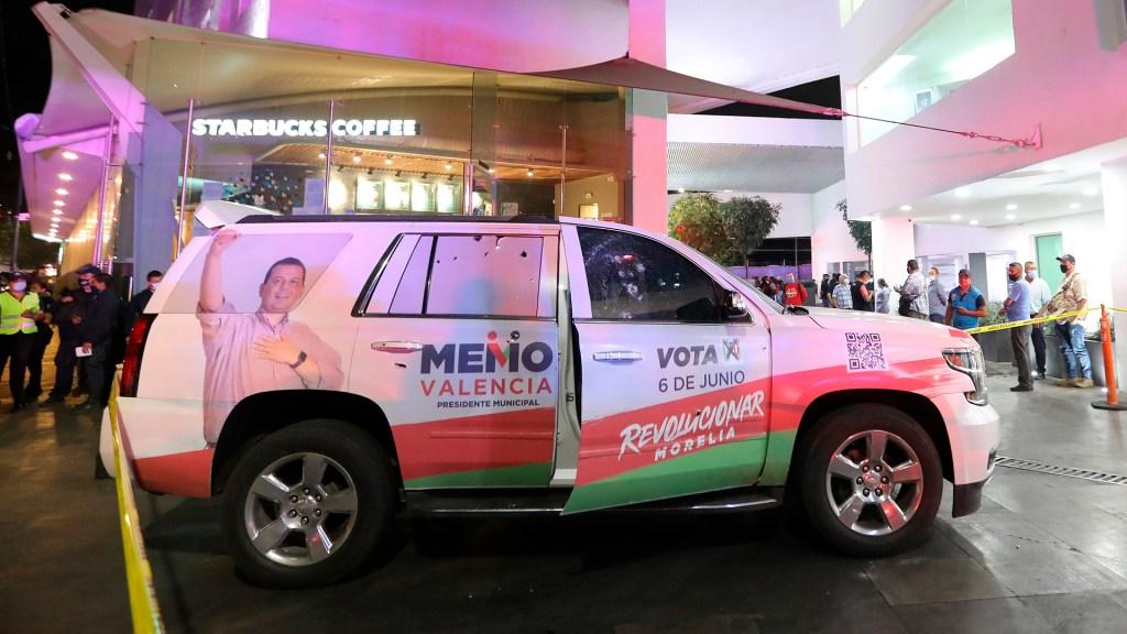 Atacan vehículo del candidato priísta a la alcaldía de Morelia - Vehículo del candidato priísta a la alcaldía de Morelia, Guillermo Valencia Reyes. Foto de EFE