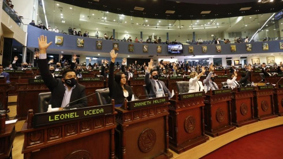 Hijo de Bolsonaro aplaude destitución de magistrados en El Salvador - asamblea el salvador