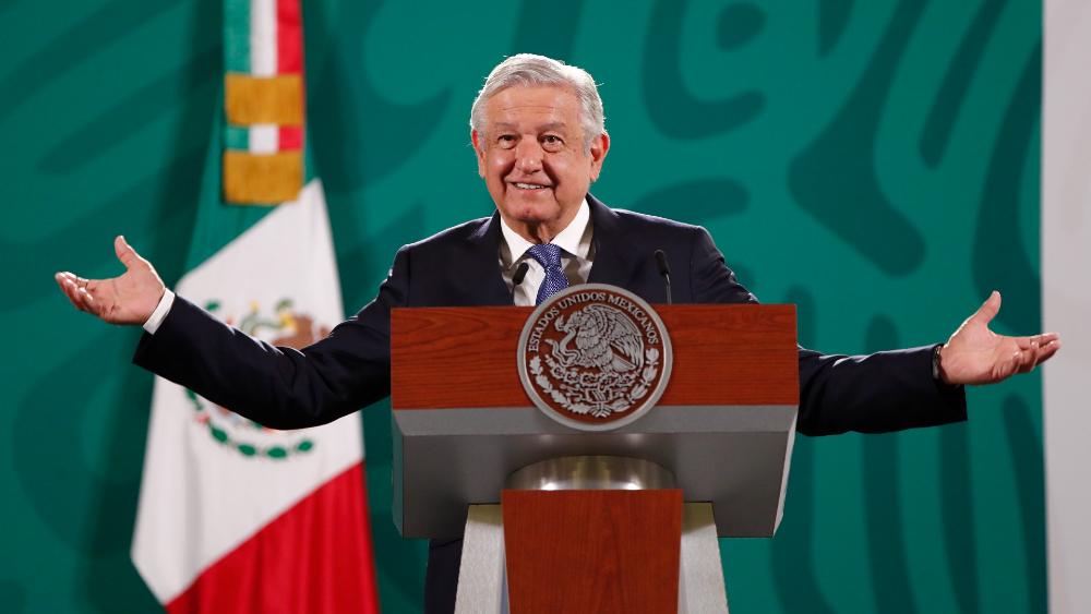 "SIP rechaza ""recurrente"" retórica antiprensa de López Obrador - AMLO López Obrador rifa"