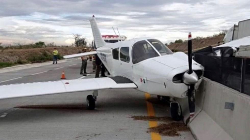 Avioneta aterriza de emergencia en el macrolibramiento de Guadalajara - Avioneta aterriza de emergencia en el macrolibramiento de Guadalajara. Foto de SCT: