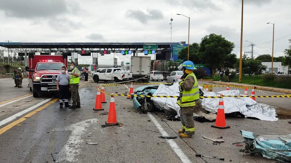 Choque múltiple en caseta de Jalisco deja cuatro muertos - Choque múltiple sobre la autopista Guadalajara-Lagos de Moreno, en Jalisco. Foto de @PCJalisco