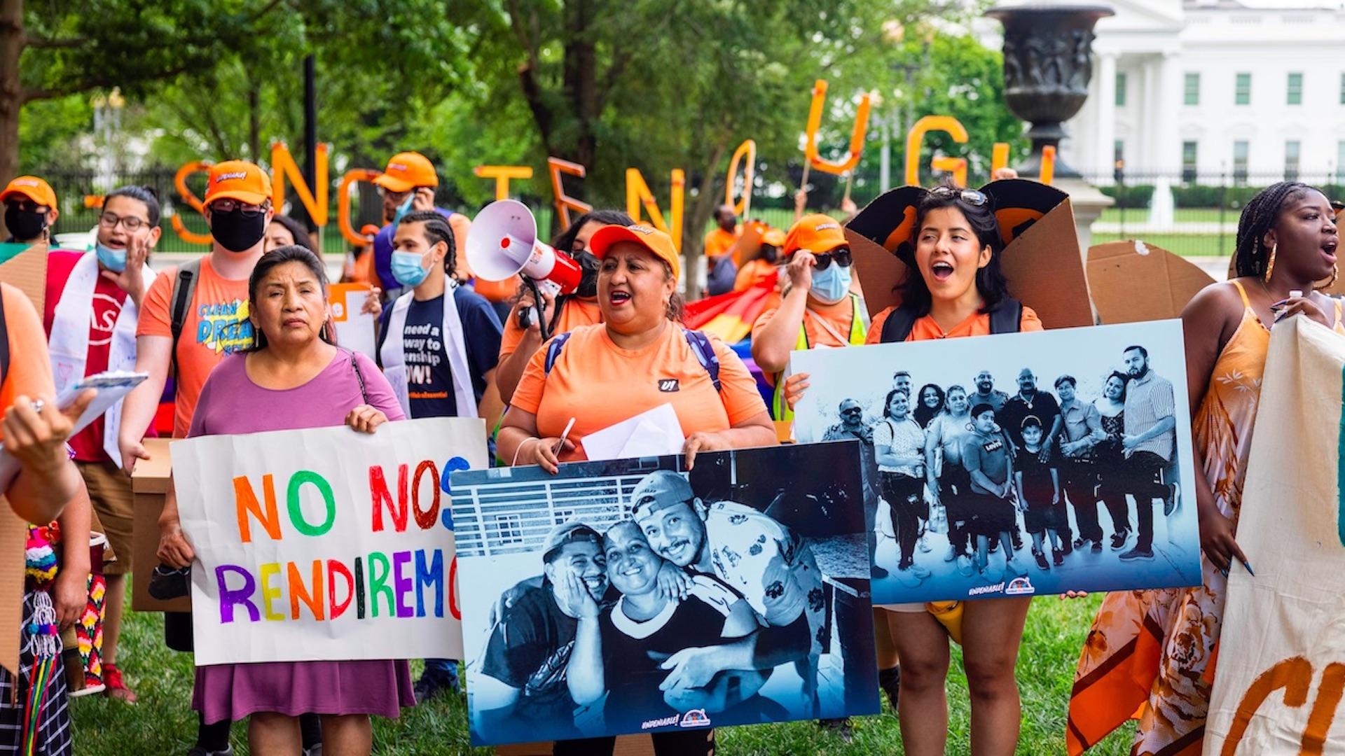 Dreamers piden ciudadanía estadounidense en aniversario de DACA. Foto de EFE