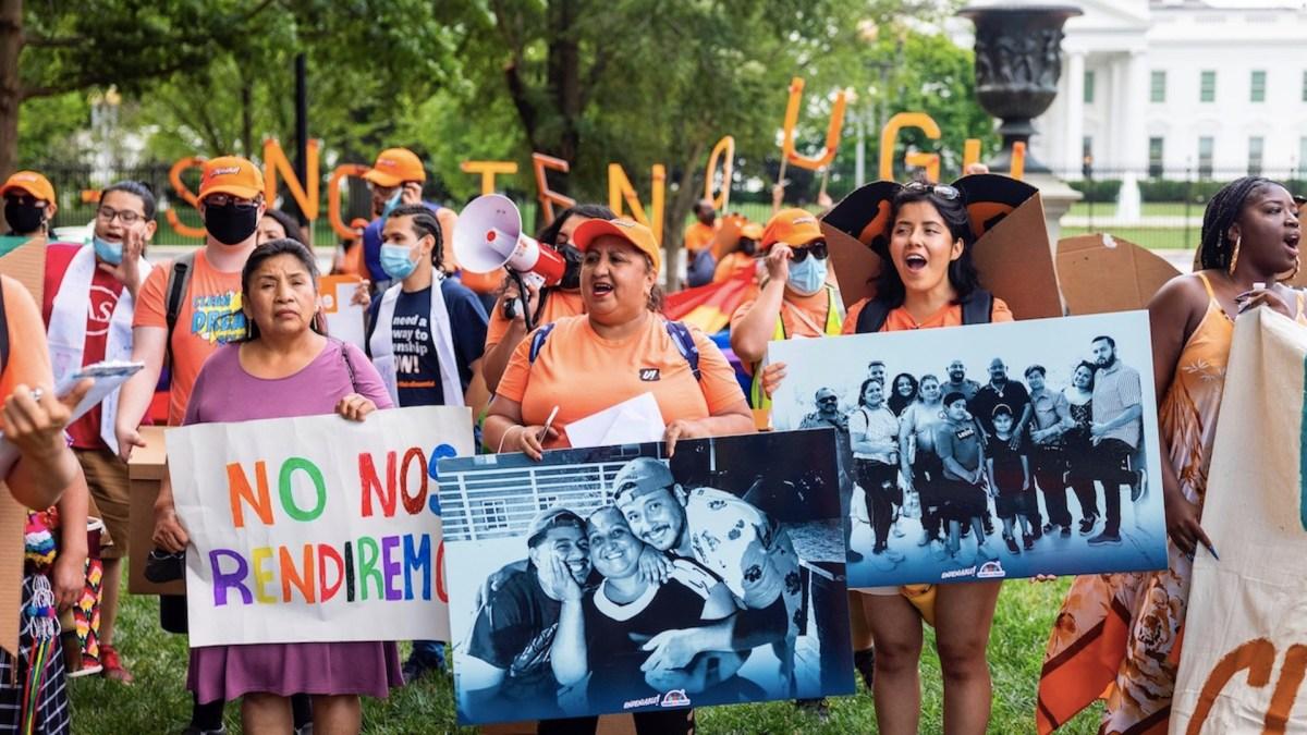 Harris dice que 'dreamers' merecen un camino a la ciudadanía en EE.UU.