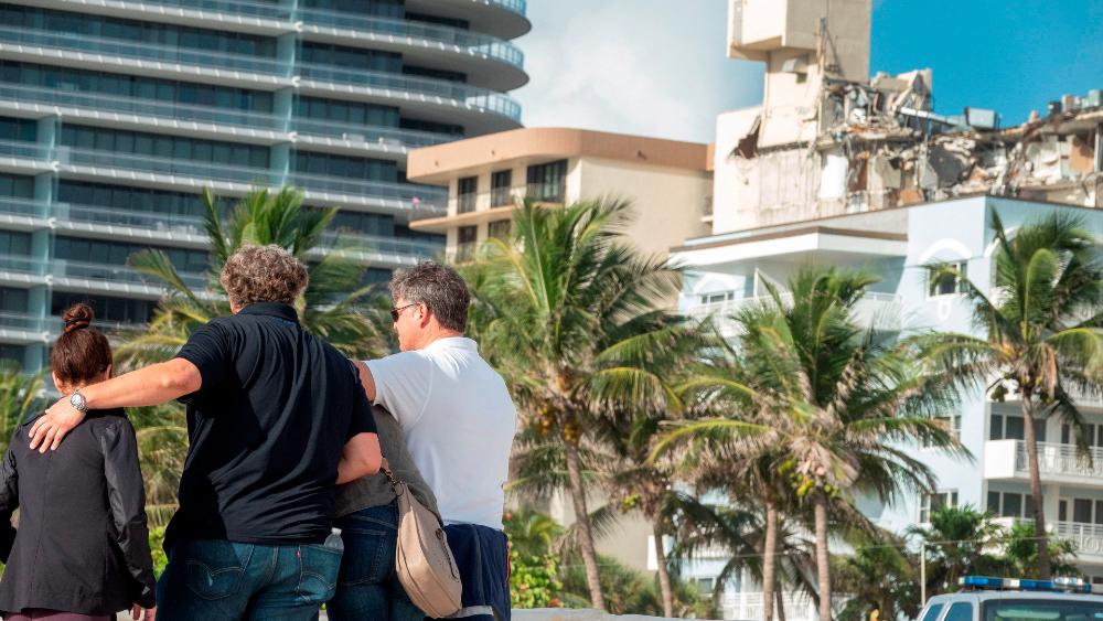 """""""¿Es seguro mi apartamento?"""", la pregunta en medio del dolor por el derrumbe en Miami - derrumbe edificio Miami Surfside"""