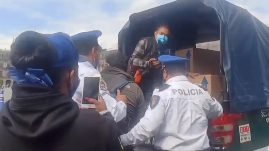 CNDH pide investigación efectiva y objetiva por detención de periodistas en Zócalo capitalino - Detención de reporteros en el Zócalo capitalino. Captura de pantalla