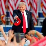 Trump agita fantasma de migración contra Biden en su gira de la venganza