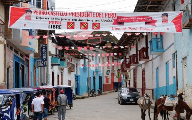 Perú elige entre cambiar a la izquierda o mantener su modelo político - Perú elige entre cambiar a la izquierda o mantener su modelo político. Foto de EFE