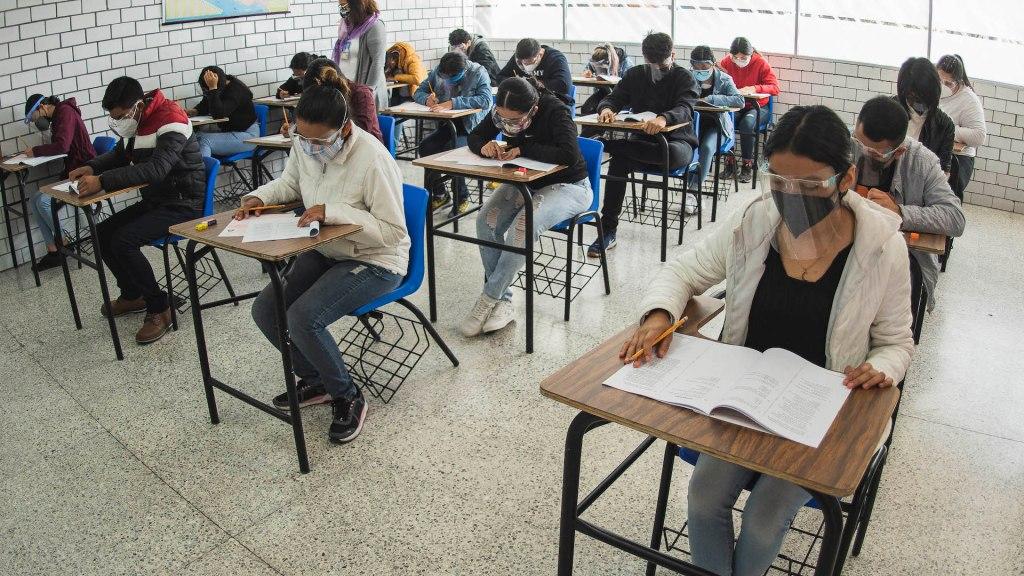 Inicia aplicación de examen de ingreso a Nivel Medio Superior COMIPEMS 2021 - Aplicación del Concurso de Asignación a la Educación Media Superior, COMIPEMS 2021. Foto UNAM.