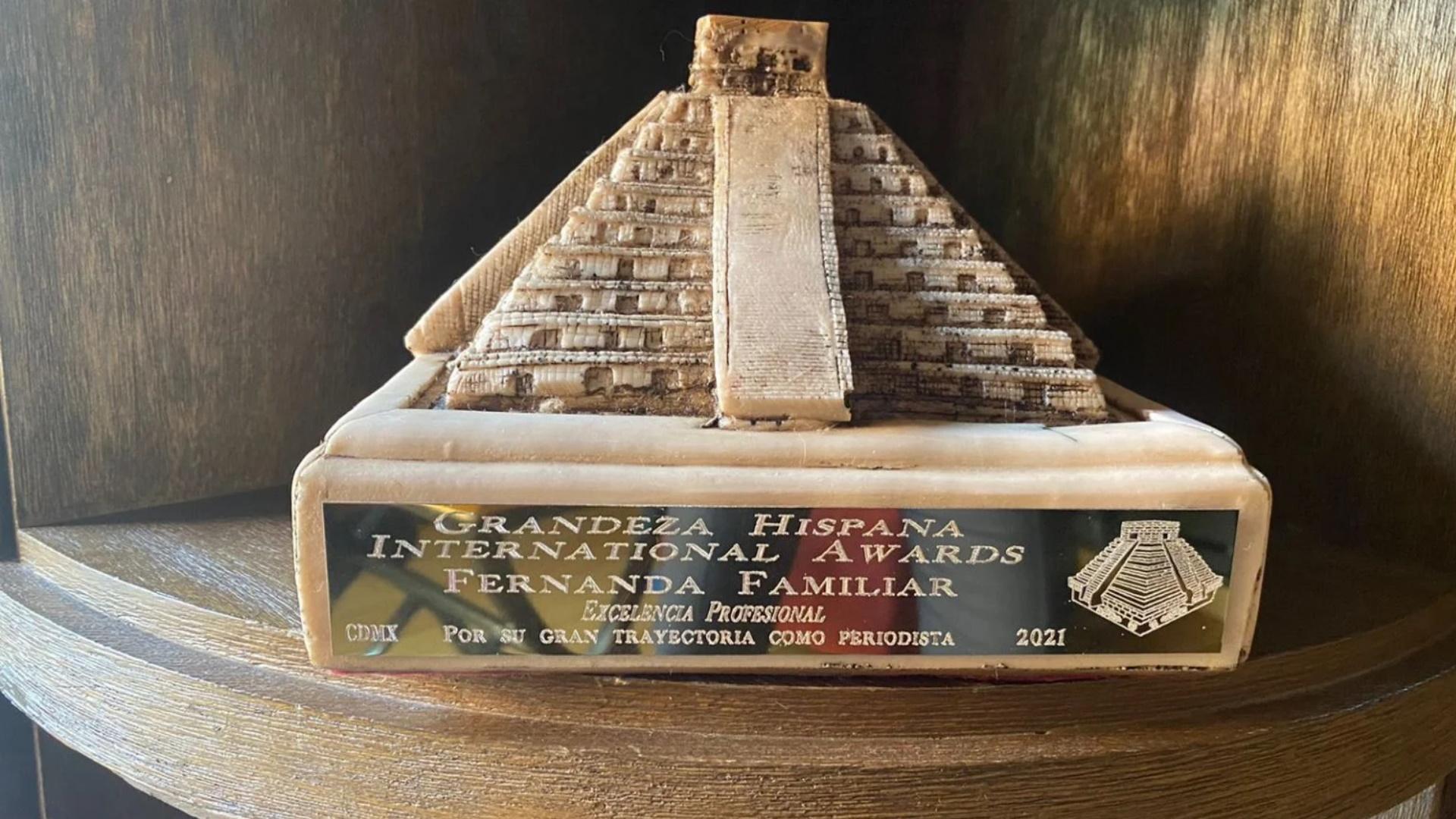 Fernanda Familiar premio Grandeza Hispana International Awards