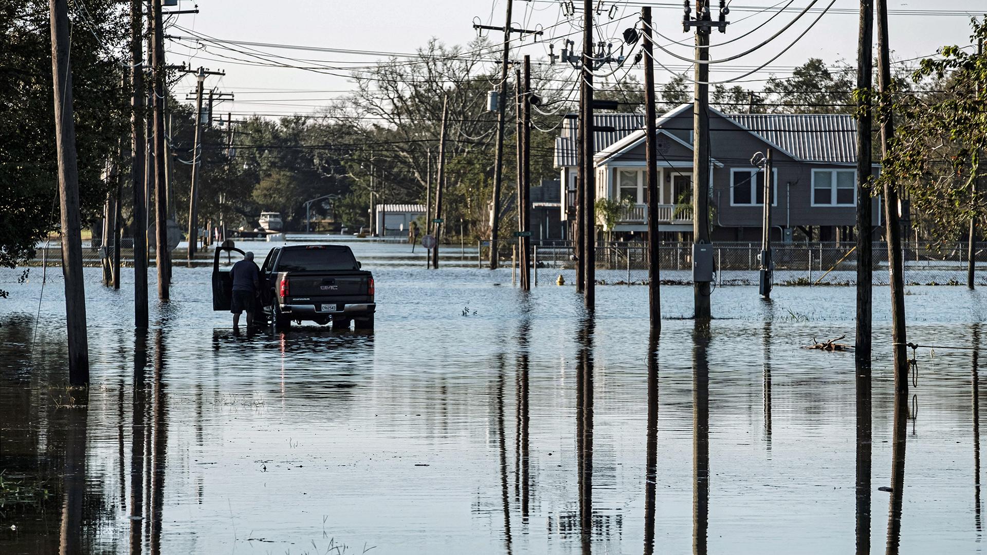 'Claudette' amenaza con fortalecerse e inundar nuevas zonas de EE.UU.