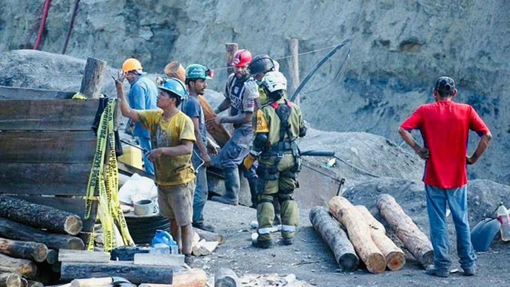 Rescatan el cuerpo del último minero atrapado en Múzquiz, Coahuila - Labores de rescate en mina de Múzquiz, Coahuila. Foto de @CNPC_MX