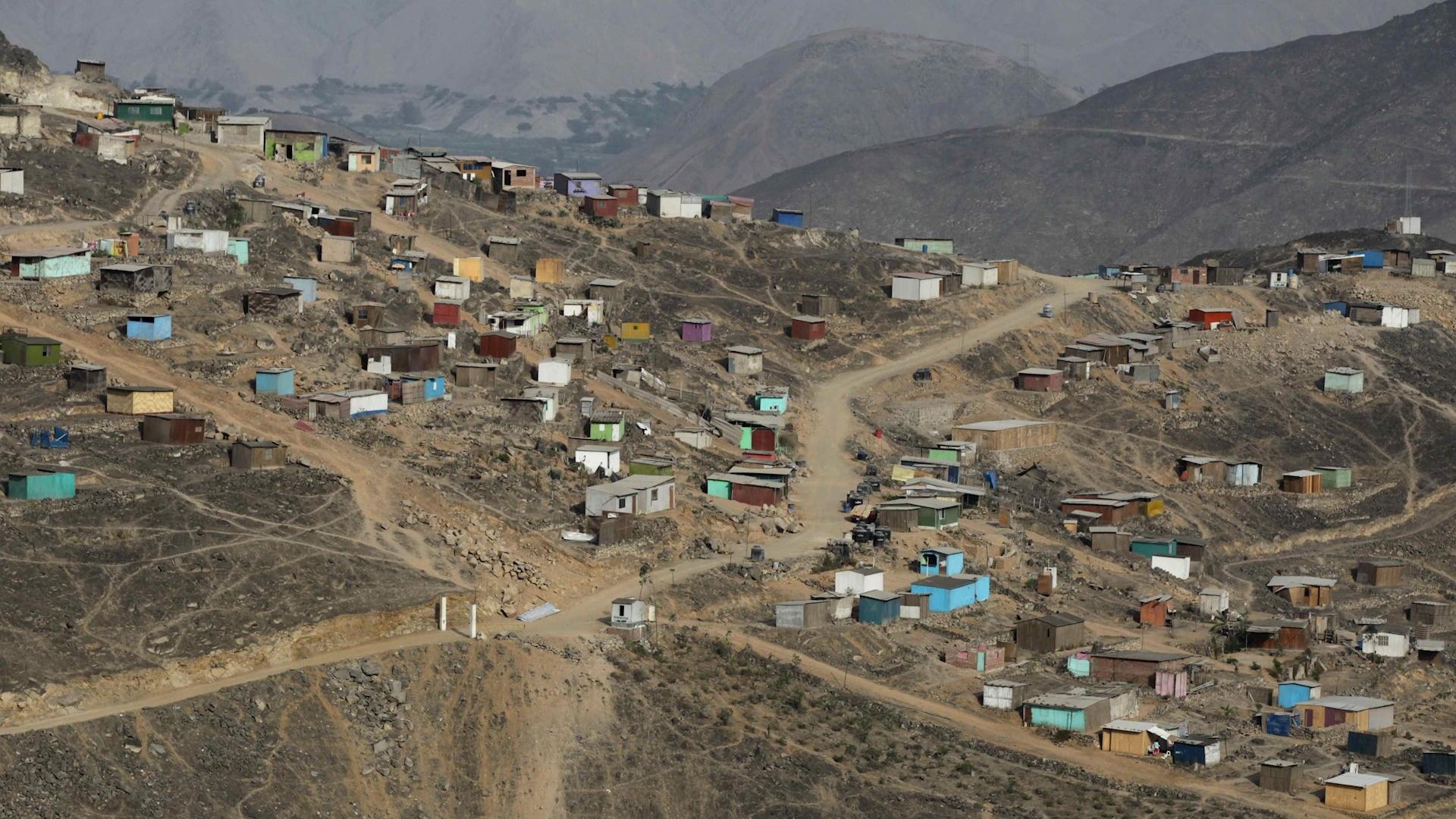 En Lima, Perú, casi 240 mil personas sobreviven en ollas comunes
