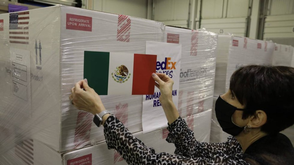 Llegan 1.3 millones de vacunas donadas por EE.UU.; México solicitará otro millón de dosis - Lote de vacunas de Johnson & Johnson enviado desde EE.UU. a México. Foto de @m_ebrard