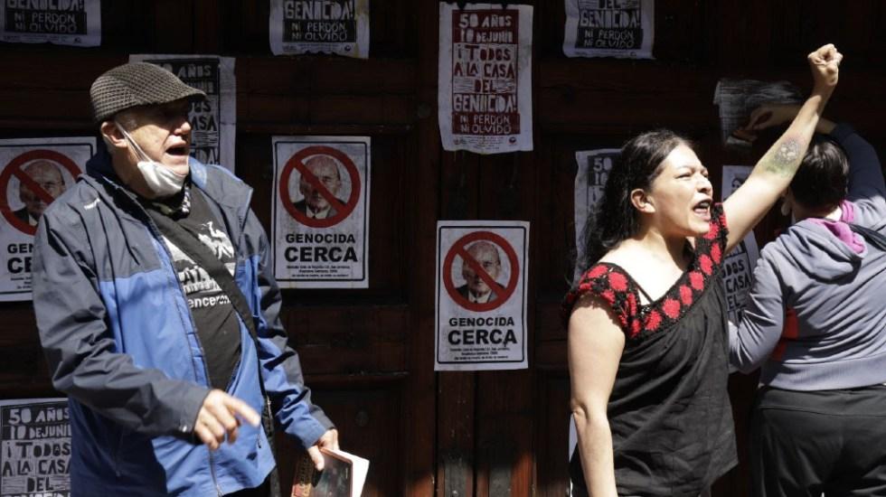 Protestan en casa de expresidente Luis Echeverría a 50 años del 'Halconazo' - Luis Echeverría Halconazo protesta