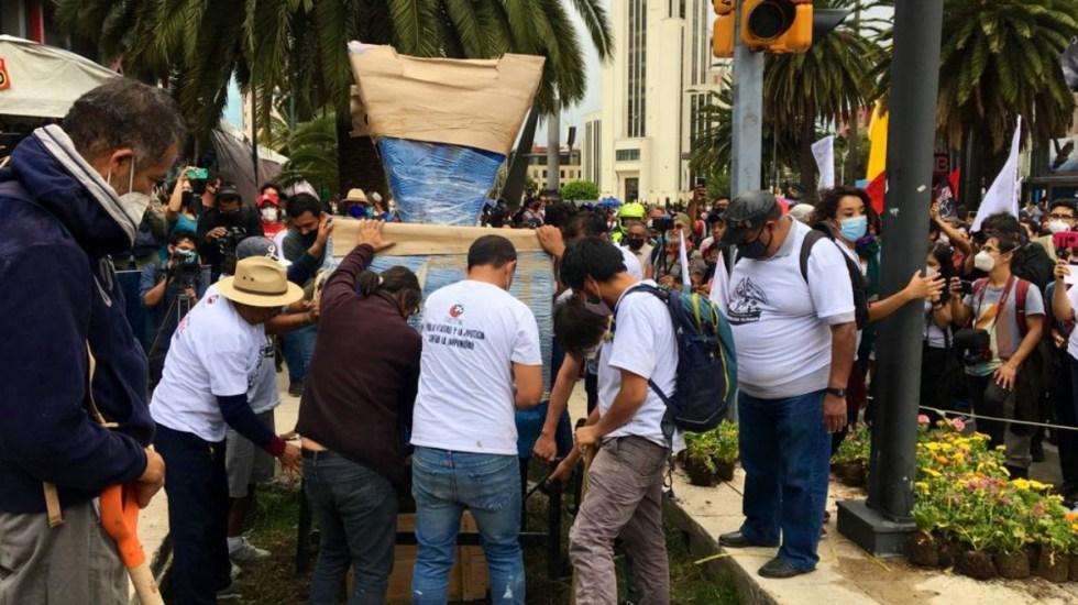 Marchan en la Ciudad de México por los 50 años del 'Halconazo' - Marcha Halconazo Ciudad de México antimonumento
